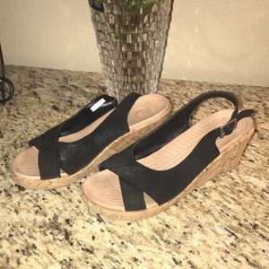CROCS black sueded wedges Sz 9 in EUC